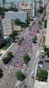 Passeata de professores e trabalhadores do da educação do Paraná, na Avenida Cândido de Abreu, Curitiba, dia 09/03/2015