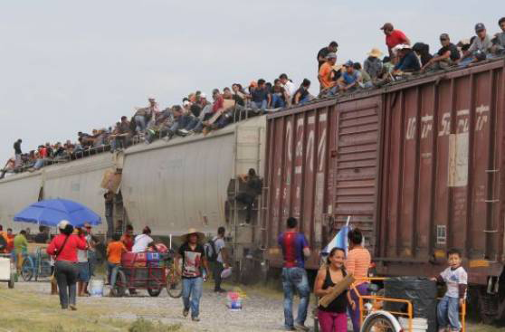 La bestia . Tren com migrantes latino americanos para os eua