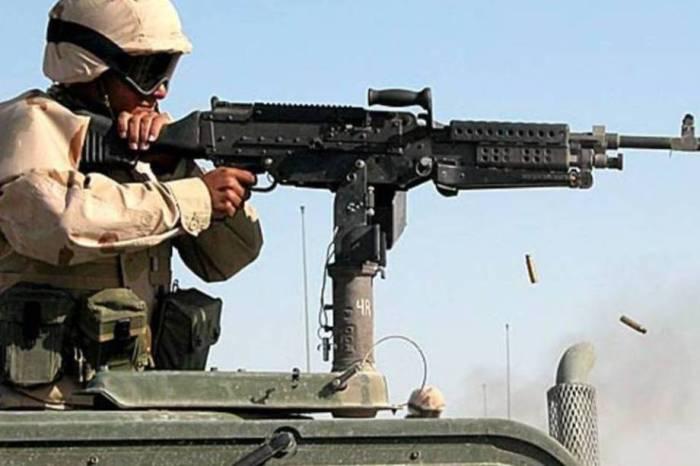 M240 é uma metralhadora de médio porte projetada na Bélgica e usada pelas forças armadas americanas desde o final dos anos 70.