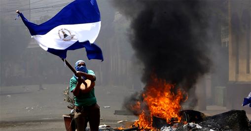 Nicarágua, Sujeitos mascarados, armados com morteiros e bazucas caseiras bloqueiam as avenidas