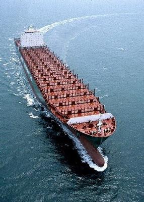 """foto acima um dos navios da empresa transporta pelo oceano um gigantesco """"bag"""" de água doce"""