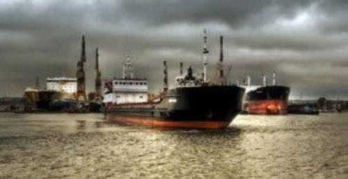 Navios-tanque roubam água de rios da Amazônia