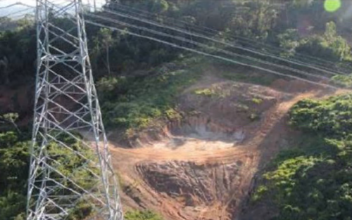 Desmatamento por garimpeiros a margem da linha de transmissão de Belo Monte